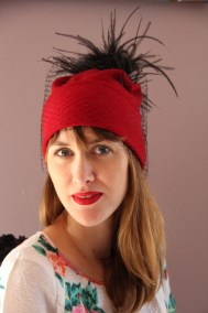 bonnet-rouge-plume-voilette-ninou-laroze-clermont-fd