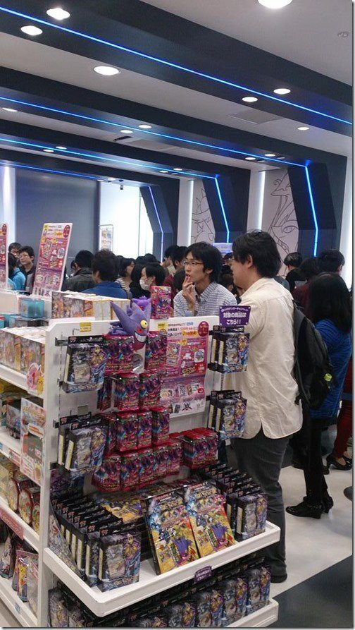 pokemon-center-fukuoka-omega-ruby-queues-1