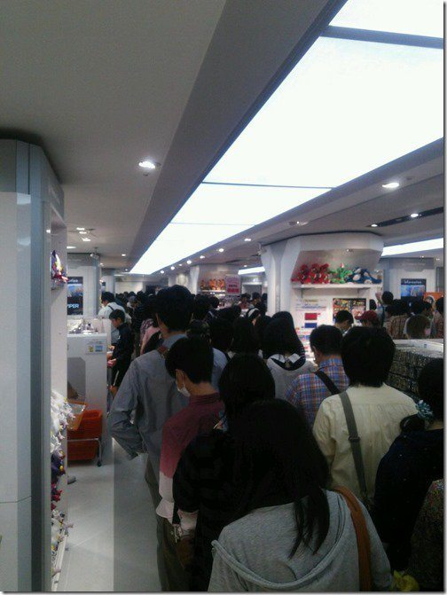 pokemon-center-nagoya-omega-ruby-queues-1