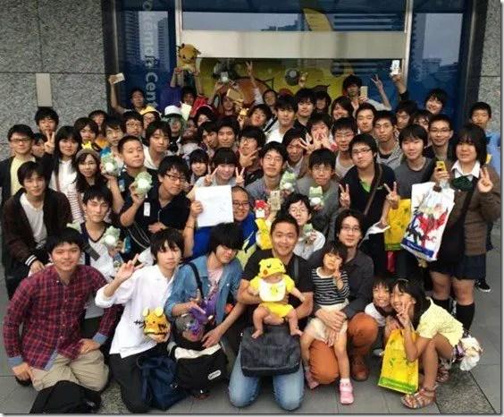 pokemon-center-tokyo-omega-ruby-queues-3