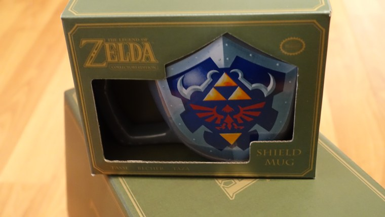 the-legend-of-zelda-mystery-box-shield-mug