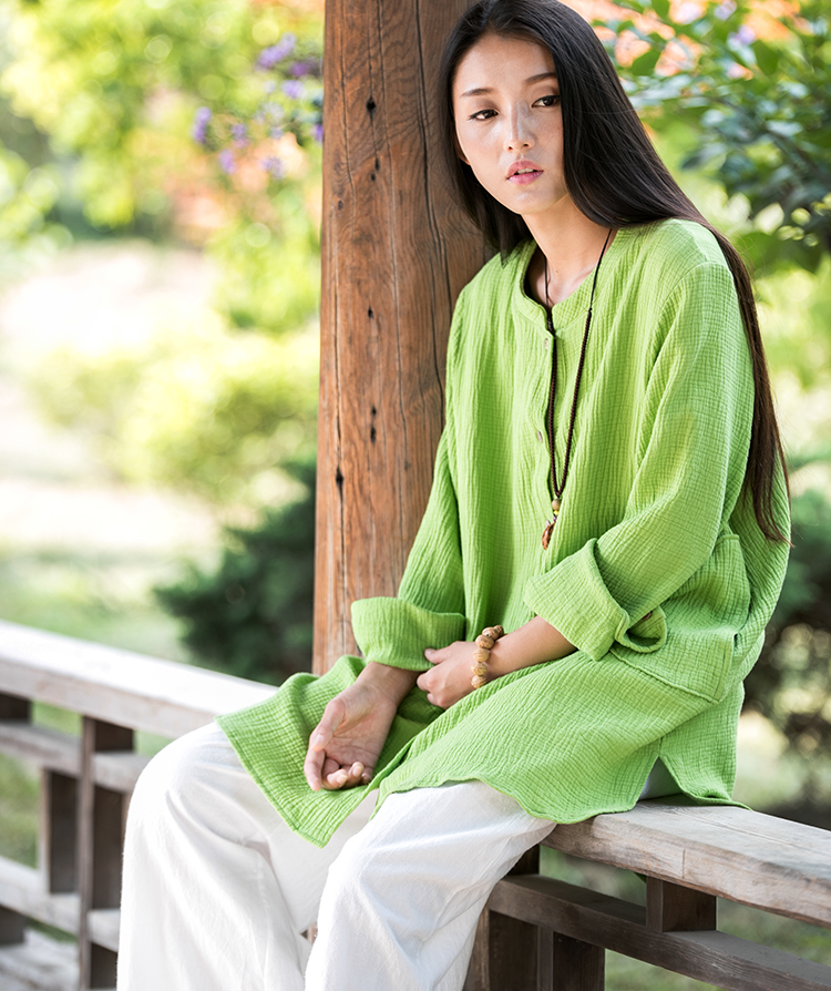 green top white linen trousers