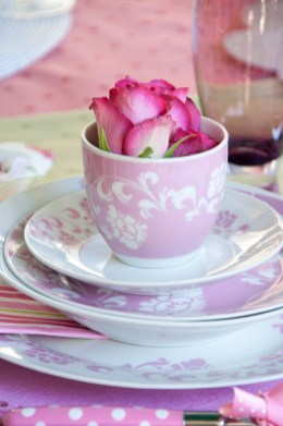 Outdoor tablescape: sweet English rose