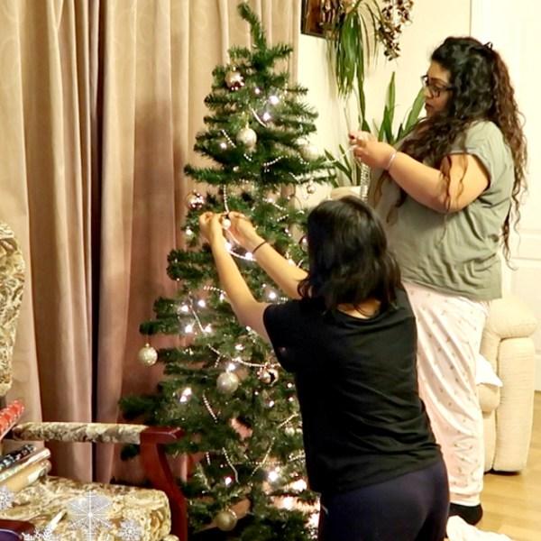 DECORATING MY GRAN'S CHRISTMAS TREE, Nishi V, www.nishiv.com, Vlogmas Day 3