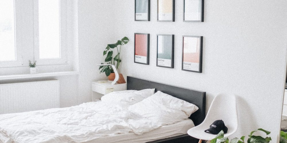 scandi design bedroom with monochrome rug