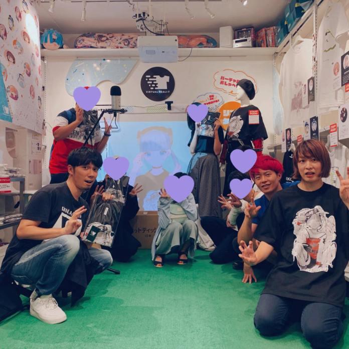 Kikiyu posing with her fans at VIRTUAL REALI-T vol2