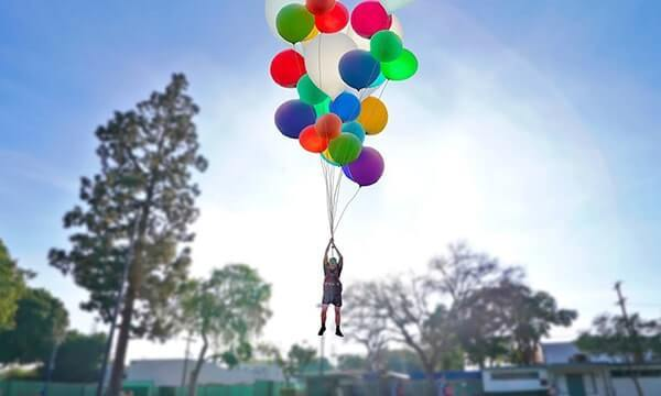 """""""Yukarı Bak"""" Filmindeki Gibi Balonlarla Uçulabilir Mi? Kaç Balon Gerekir?"""