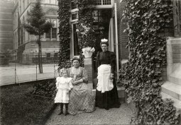 Anonymous photographer, Amsterdam, Jan Luijkenstraat 2 late 19th century/early 20th century. Home of architect Eduard Cuypers (18-04-1859 – 01-05-1927) next to the Rijksmuseum that was build by his uncle Pierre Cuypers (1827-1921).