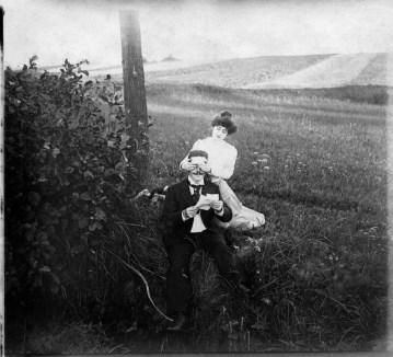 Anonymous photographer. Picture from an English album showing the life of a young family during Victorian times. United Kingdom, 19th century.