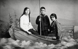 Anonymous photographer, unknown family, unknown country. Early 20th century.