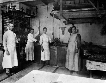 Anonymous photographer, unknown bakery, the Netherlands, early 20th century.