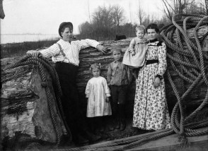 Picture by the Dutch photographer P. H. van Son of an unknown family in Natchitoches, Louisiana, USA, 1910s. P. H. van Son from Oirschot, province Brabant, the Netherlands lived and worked in Louisiana in the early 20th century.