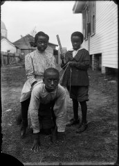 Playing children in Natchitoches, Louisiana, USA, in the 1910s. Photo by the Dutch photographer Piet H. van Son. In the early 20th century, Piet H. van Son, who originated from the town of Oirschot in the province of Brabant, the Netherlands, lived and worked in Louisiana for some years.