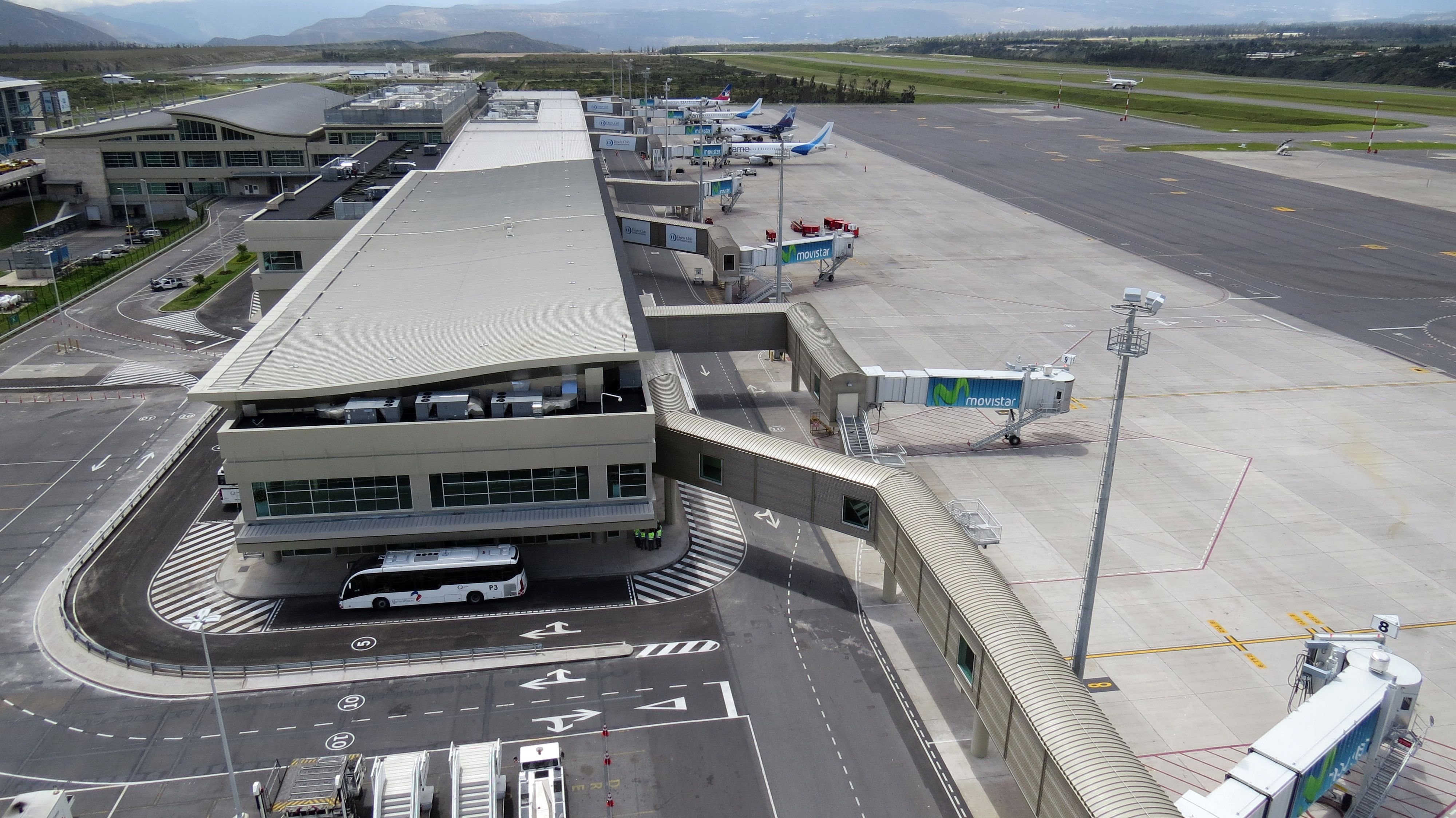 c487f2f0dba Aeropuerto Internacional Mariscal Sucre de Quito | Nicolás Larenas