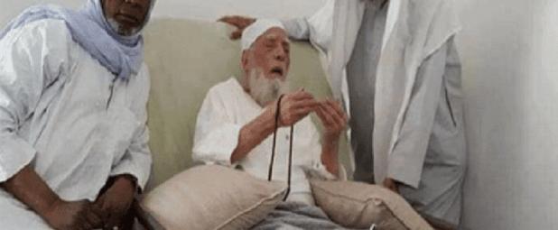 """وفاة الشيخ أبو بكر الجزائري مؤلف """"منهاج المسلم"""" عن عمر يناهز 97 عام"""