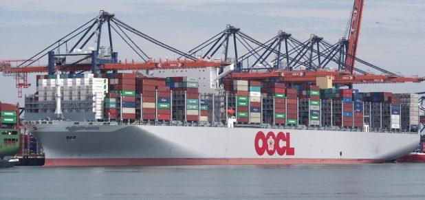 ثاني أكبر سفن الحاويات في العالم تعبر قناة السويس