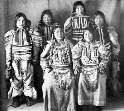 Ivalik Inuit in Fullerton Harbour, where Geraldine and Douglas Moodie were stationed between 1904 and 1905. Photo courtesy of Glenbow Museum.
