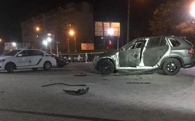 Вибух в Івано-Франківську: з гранатомета обстріляли автомобіль