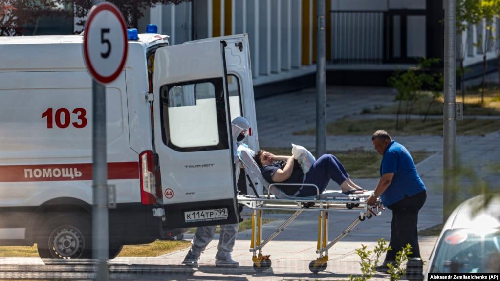 """Коронавірус """"Дельта"""" в Росії: У Москві й Петербурзі зафіксували рекордний рівень смертності"""