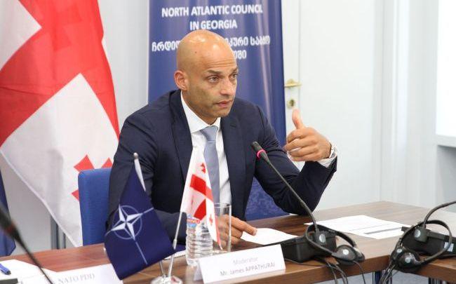 """У НАТО відповіли Зеленському щодо переліку реформ для вступу:""""Це так не працює"""""""