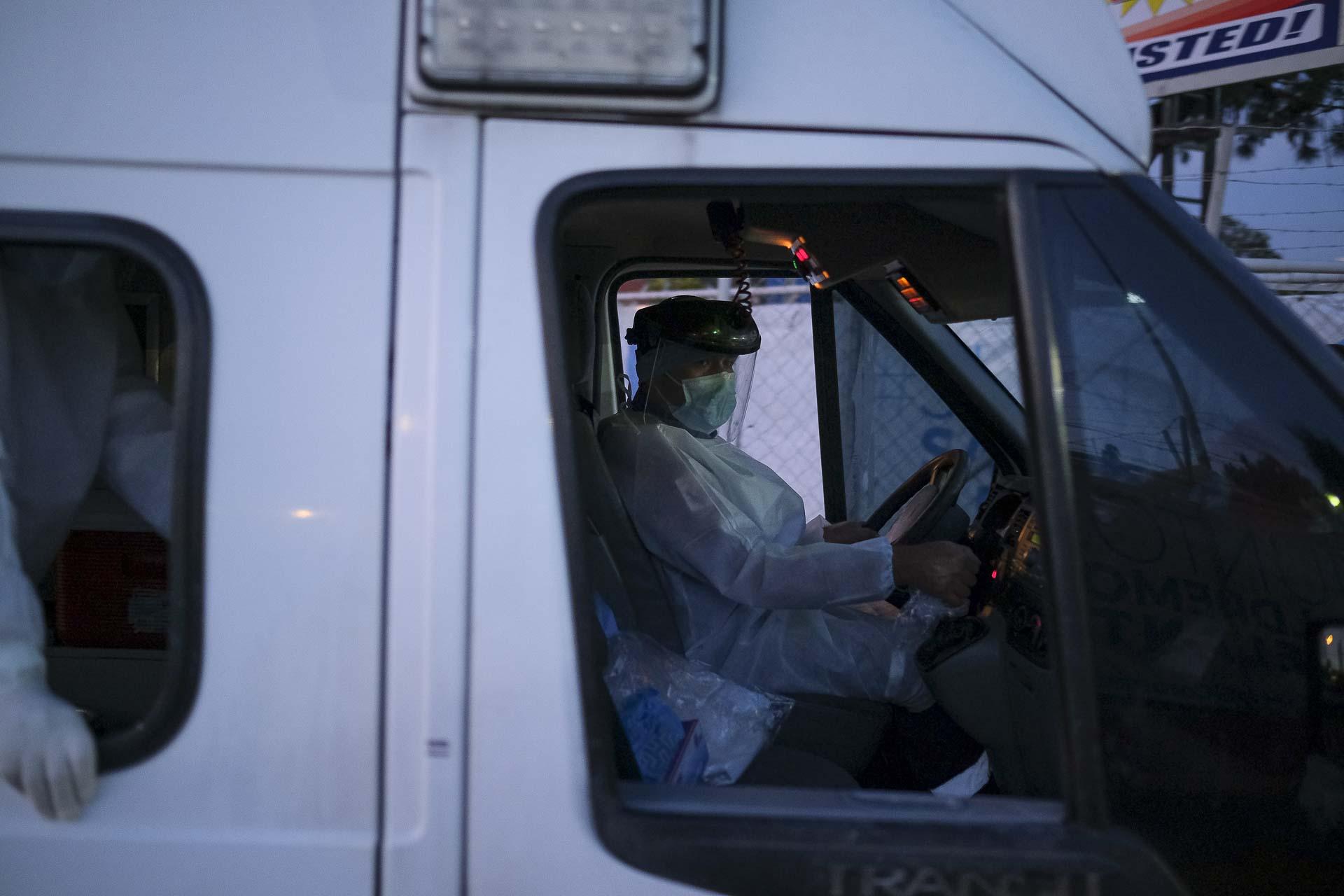 enfermero en camioneta