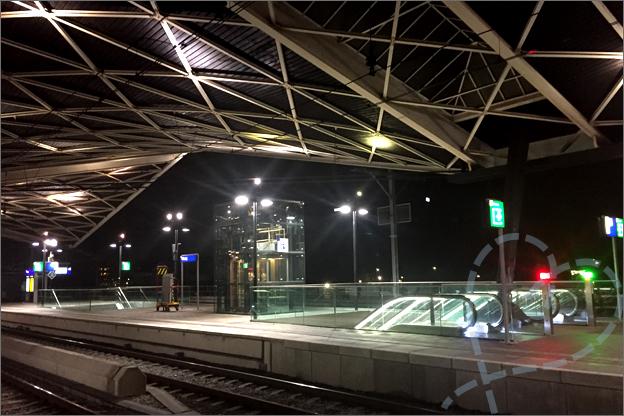 station Tilburg donker