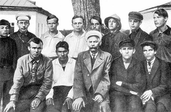 visita-de-gorki-a-la-colonia-en-1928