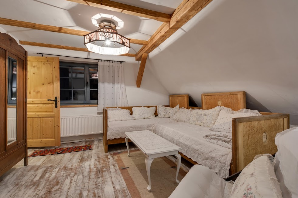 Salon w apartamencie Z Merlin Monroe.
