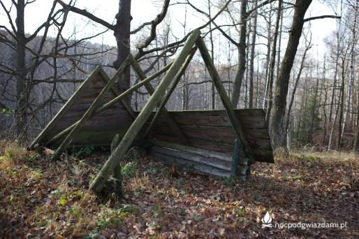 Szlak Brzeżny (Krawędziowy) odcinek przez Mniejszy Las, stara wiata turystyczna