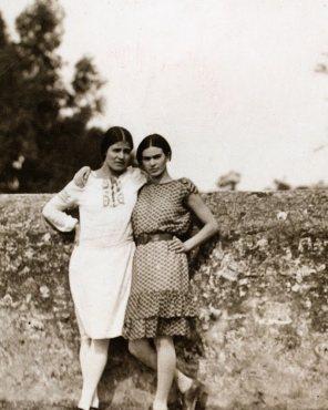 Anonimo, Tina Modotti e Frida Kahlo, Messico D.F., 1928