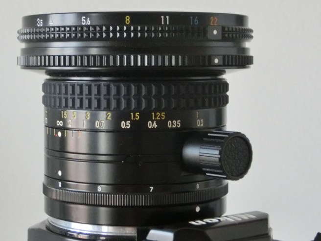 06-pc-nikkor-28mm-scala-fuoco-e-diaframma-low