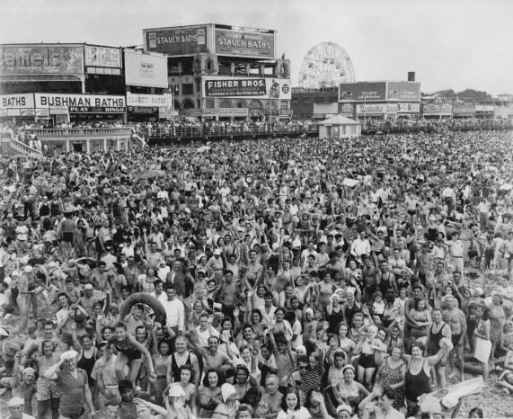 Weegee (Arthur Fellig) Coney Island July 22, 1940