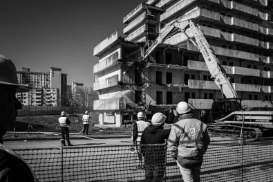 ITALIA, NAPOLI - Una vista del cantiere per l'abbattimento della Vela Verde mentre le grù iniziano la demolizione a Scampia, il 20 Febbraio, 2020.
