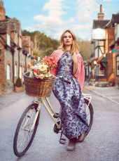 Lily-James-Harper's-Bazaar-UK-April-201800008