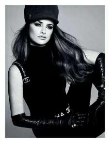 Penelope-Cruz-in-Vogue-Magazine-05