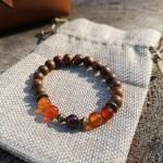 bracelet-automne-bois-santal-cornaline-grenat