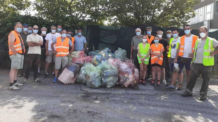 Battaglia all'abbandono dei rifiuti. I cacciatori ne raccolgono 30 sacchi