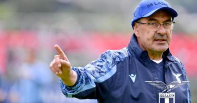 """Lazio – Cagliari, Sarri: """"Centrocampo? Questione mentale non fisica. Fatti passi in avanti a livello tattico"""""""