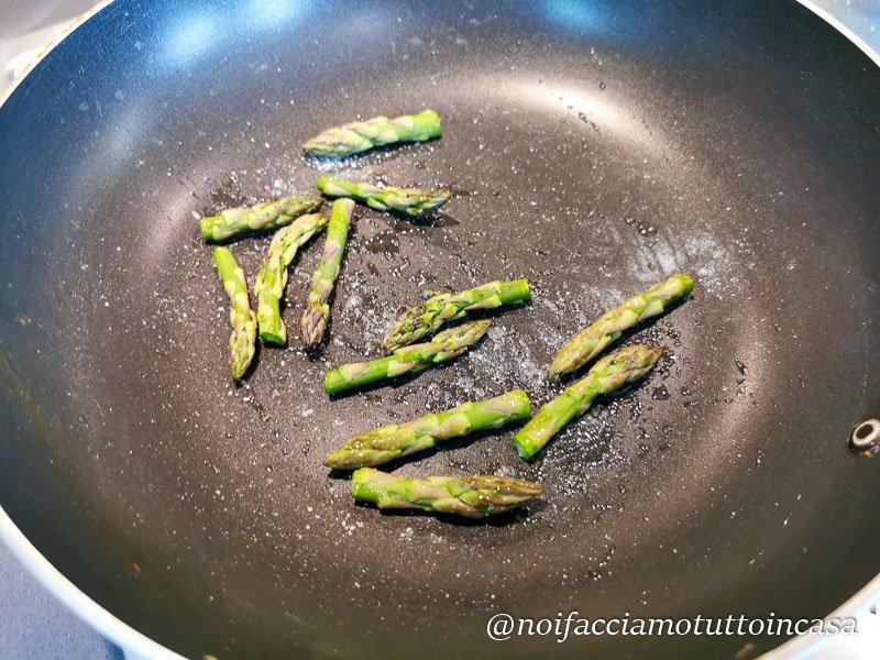 Sformato di asparagi con branzino croccante