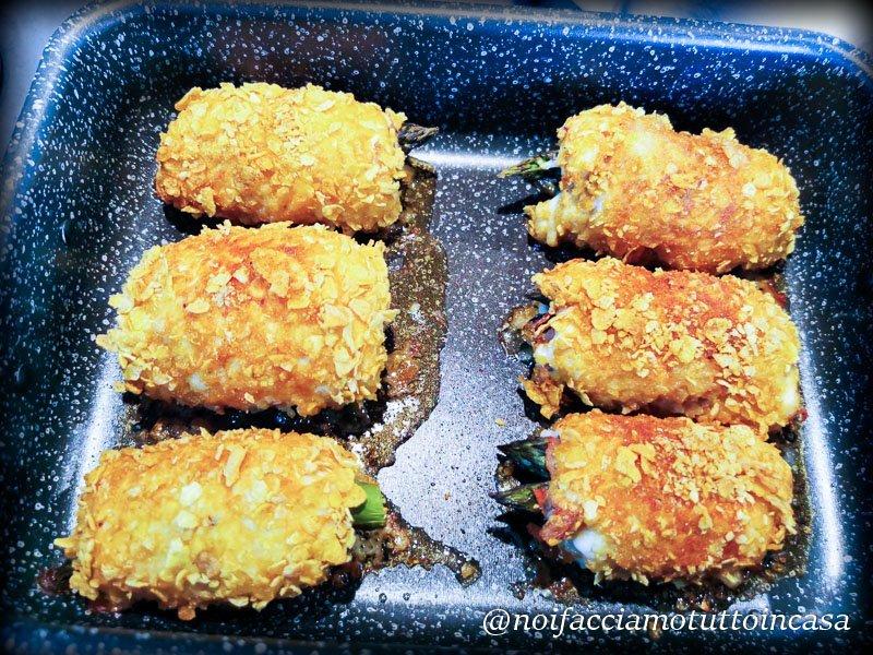 involtini di pollo e asparagi