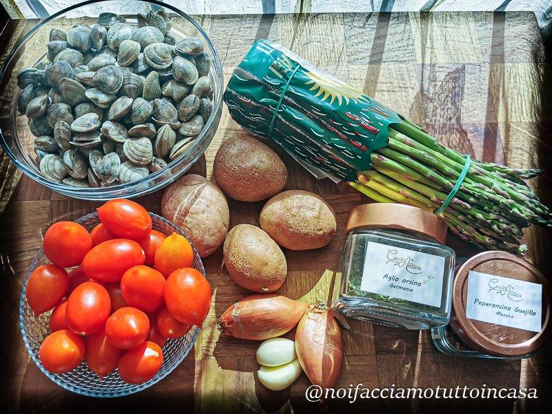 crema di asparagi con vongole e pomodorini