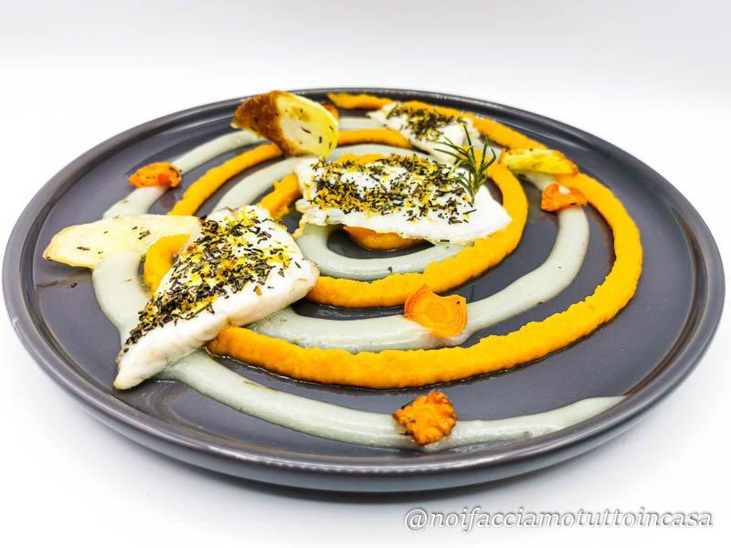 Branzino agli aromi su crema di patate e carote