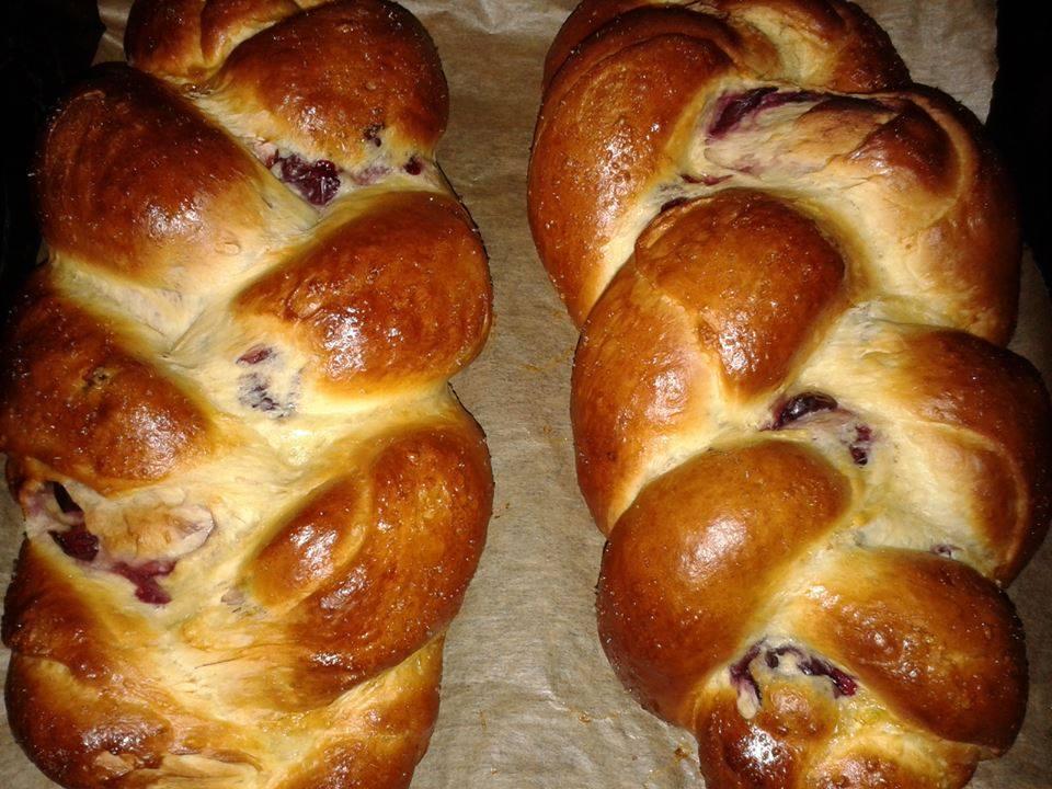 Húsvéti különlegességek: Meggyes kalács és kalácskoszorú