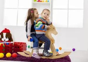 bambini-giochi-cavallo-a-dondolo