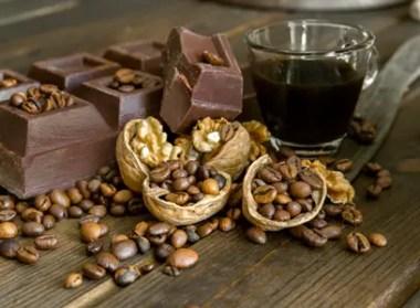 cioccolato-noci-caffe-Enzodebe-_-Dreamstime