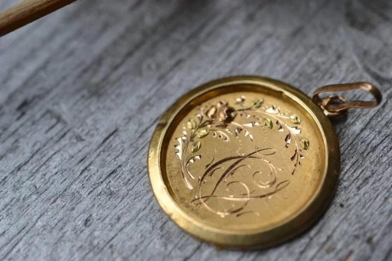 médaille en or 18 carats fleurie