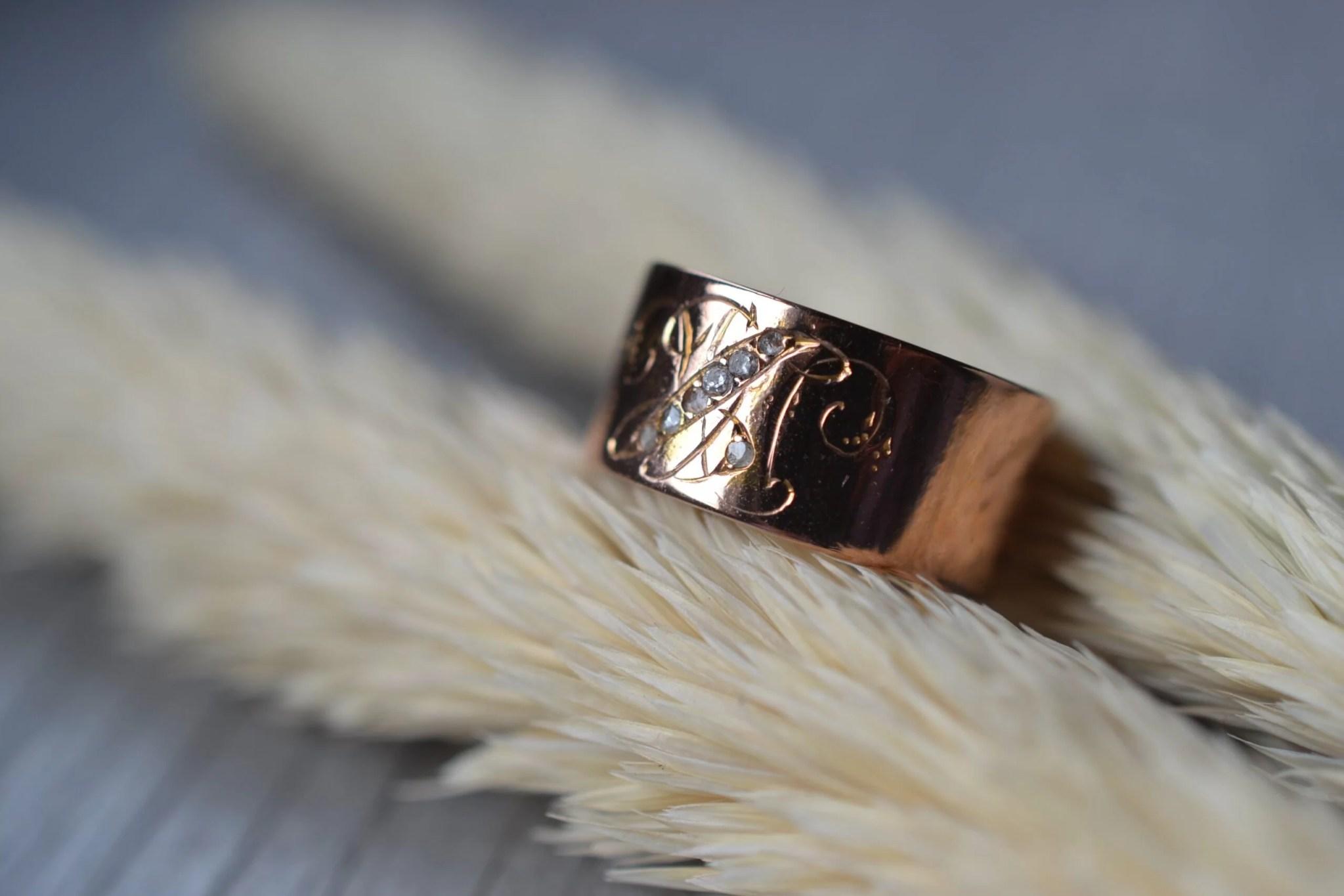 Bague vintage en or rose 18 carats (750/1000), sertie de petits diamants de seconde main- un bijou Noircarat.fr