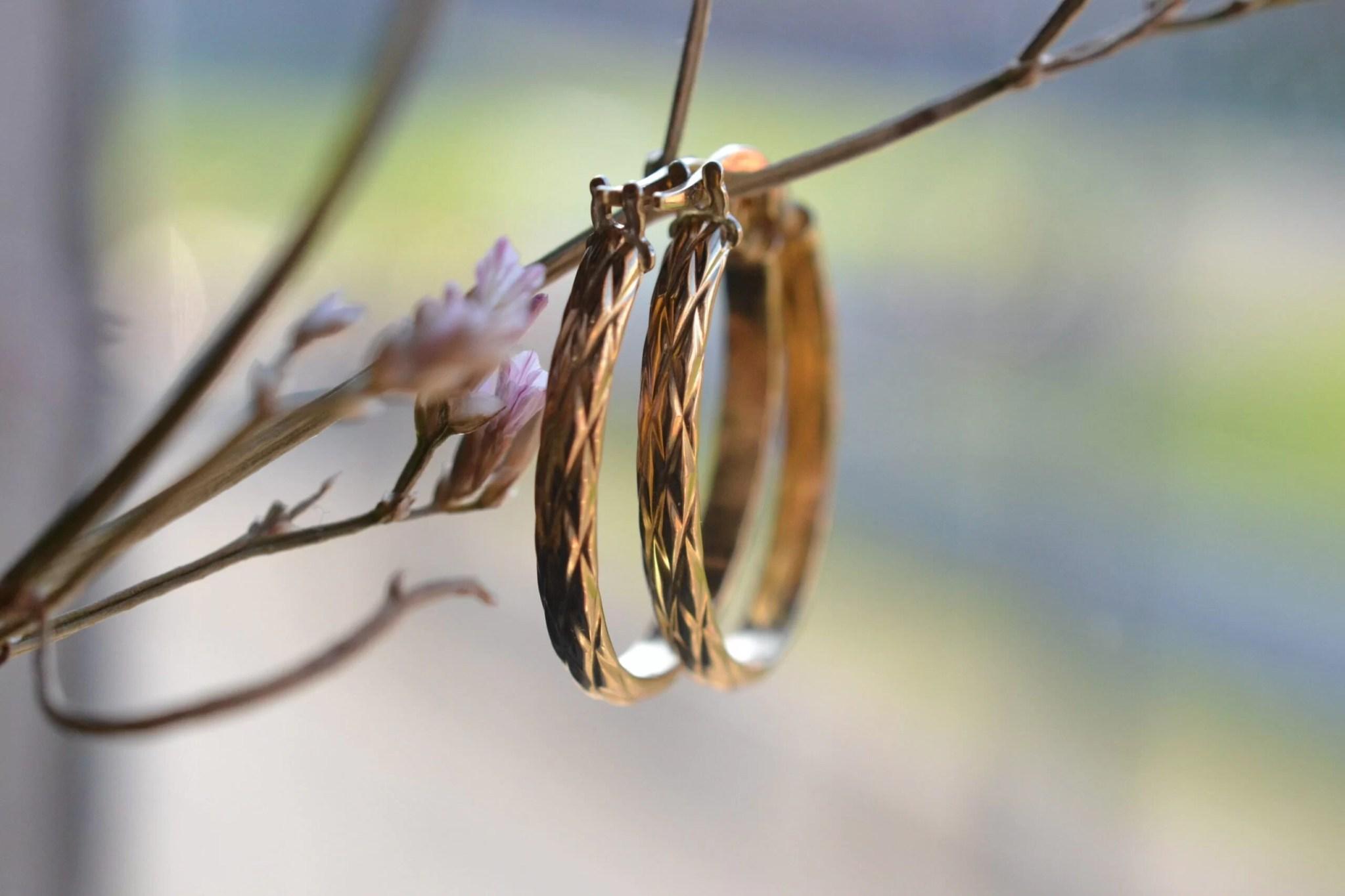 créoles vintage gravées de losanges en or 18 carats