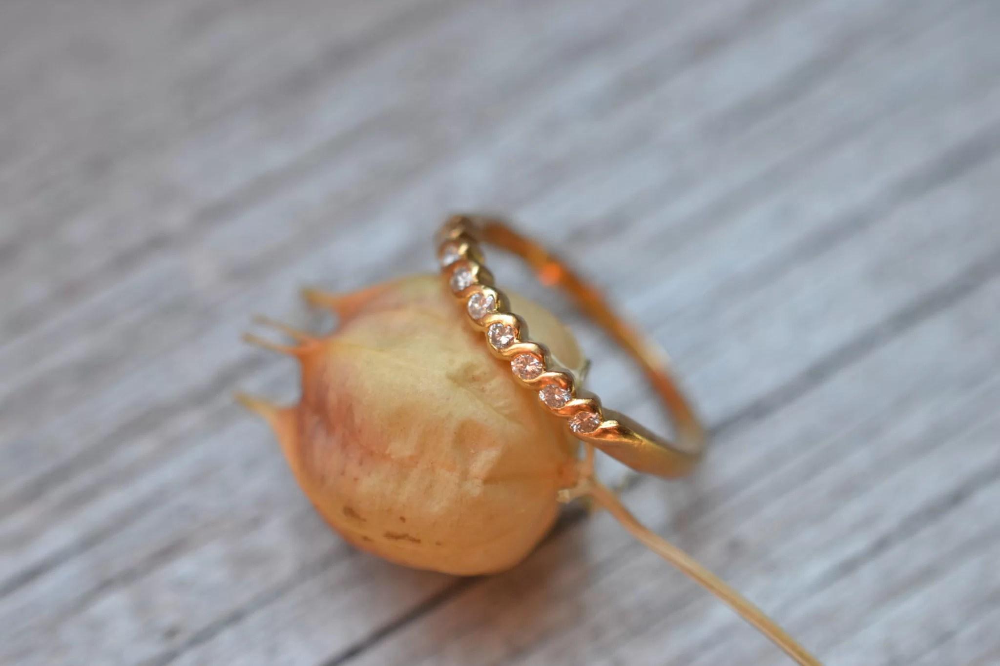bague ancienne demi alliance américaine en Or jaune 18 carats et diamants - bijou ancien mariage zero déchet