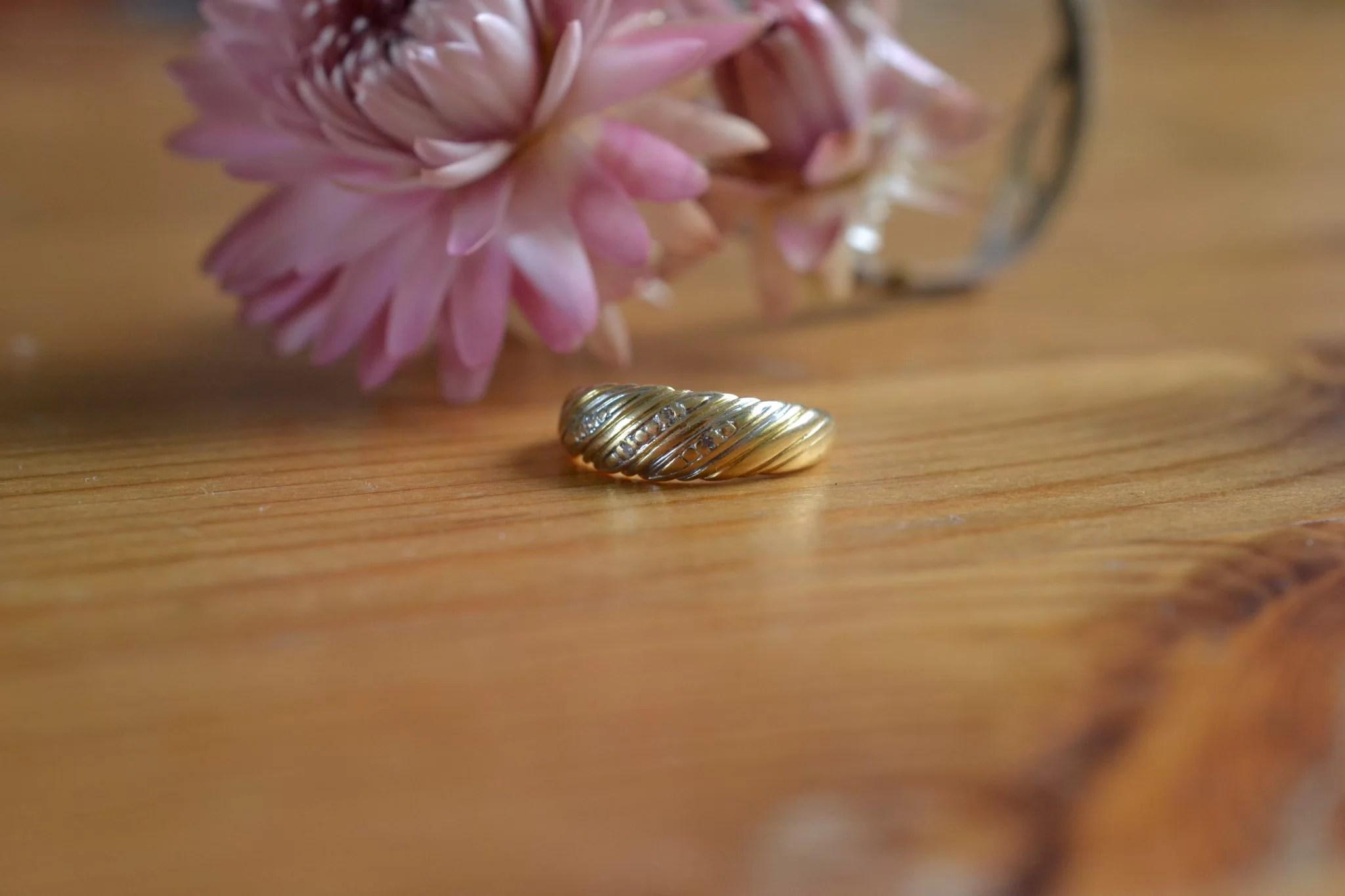 Bague Jonc En Or Jaune Et Détails En Or Blanc Effet Pavage Diamants - Bijou Ancien En Or 18 Carats - Vintage